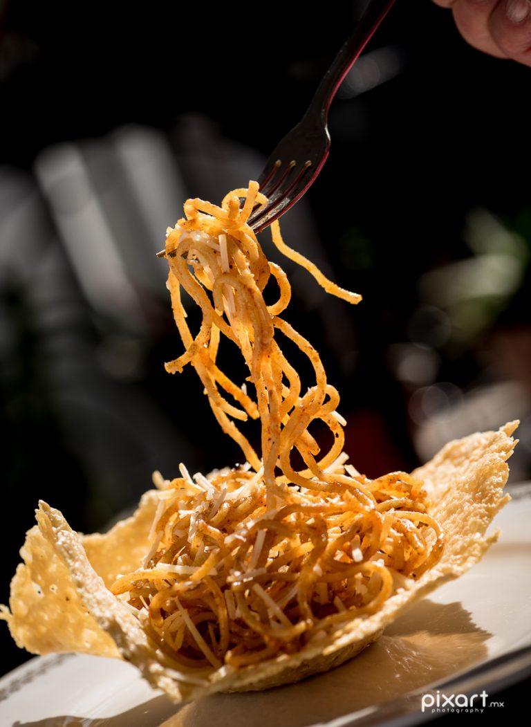 Espagueti en cazuela de queso | Fotografía de Alimentos
